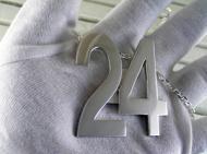 数字のペンダント 24