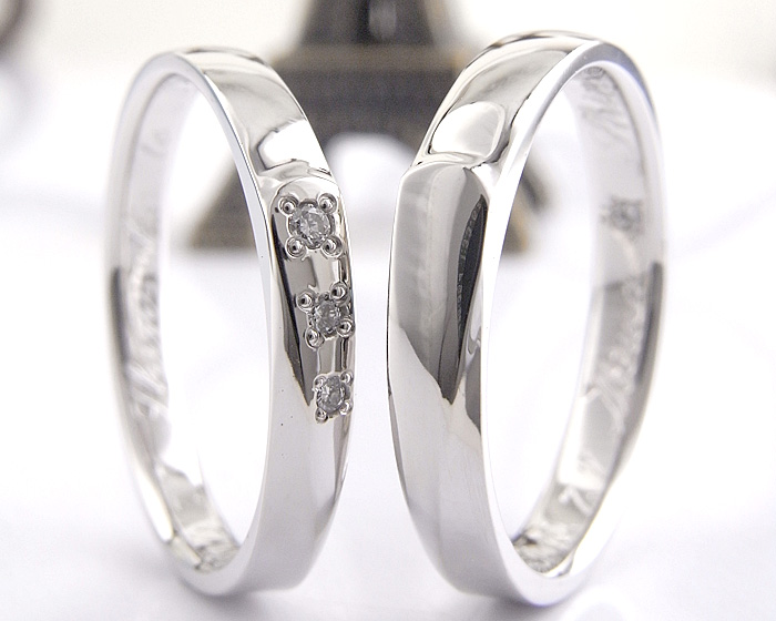 実際にお作りした指輪をご紹介します 女性のほうにアレンジでダイヤを3石あしらっています