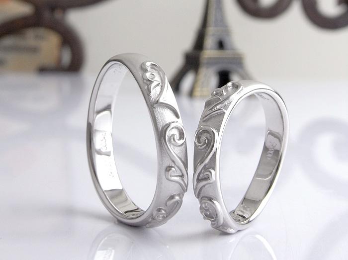 関東よりインターネット相談で作った指輪です、 数字の2をモチーフにデザインを入れております。 質感など細かな部分要望を取り入れて作りました