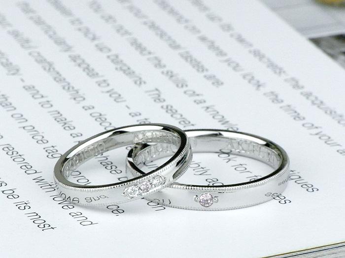 ミル打ちと彫留を施した、結婚指輪 女性用には、ミルでナナコ留めにしています。
