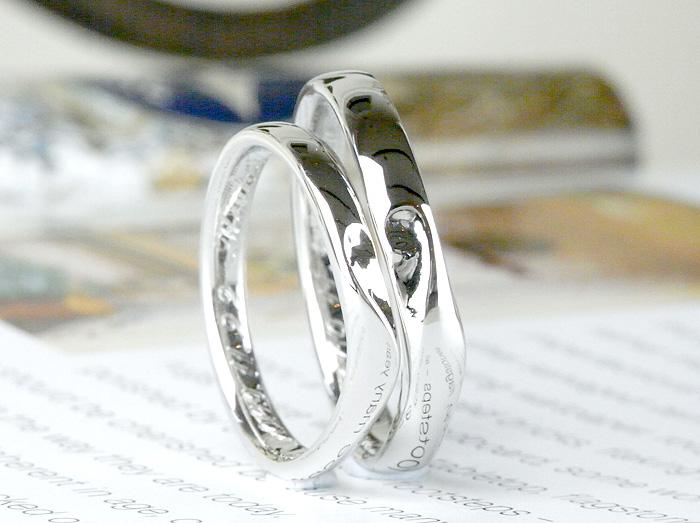 緩やかなくぼみで表現したハートを入れた結婚指輪です こだわりのラインの入り方など拘って作っています