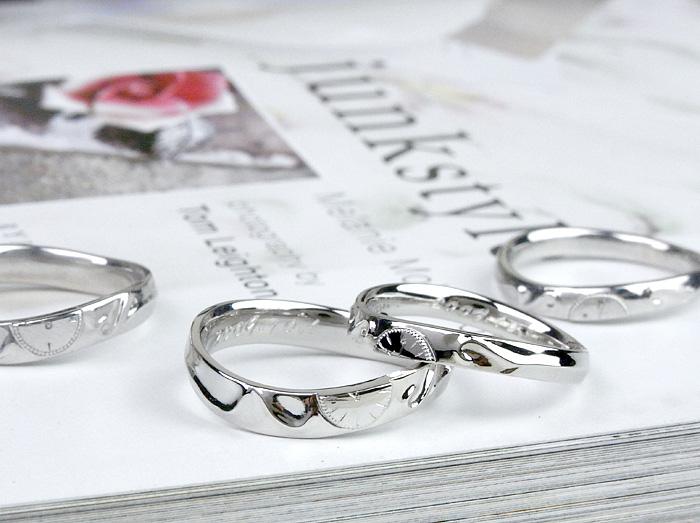 指針が記念日になったデザインです、オーダーメイドだから出来る、こだわりの指輪です 又、時計の両端にはイニシャルを上品に浮き彫りしております。 リングの内側にも丁寧に筆記刻印を入れております