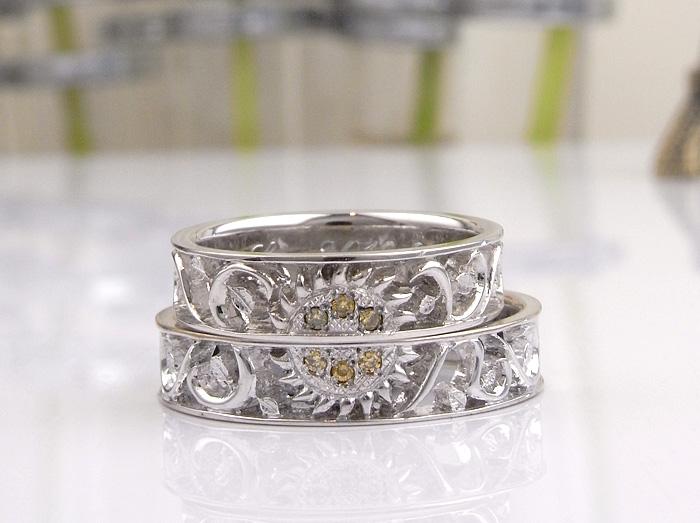 当店で作っている透かしの指輪に魅了されて、是非透かしのデザインで作りたいと相談を受けて作った指輪です メインのモチーフはひまわりのデザイン、そのため中央に入れたダイヤモンドは、イエローダイヤモンドです