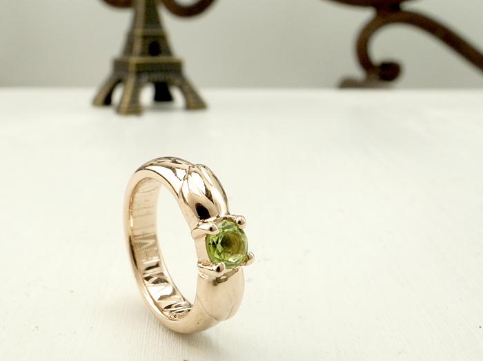 """天使の羽をイメージした<a href=""""http://www.jewelry-atelier.biz/"""">ベビーリング</a>です。 天使のように可愛いお子様にぴったりのデザインになっていますよ"""