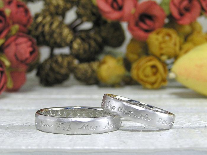 不規則な平甲丸をベースに作った指輪、手で掘った文字の質感が凄く可愛いです、文字はお客様の希望を聞いてその文字を丁寧に手彫りしております