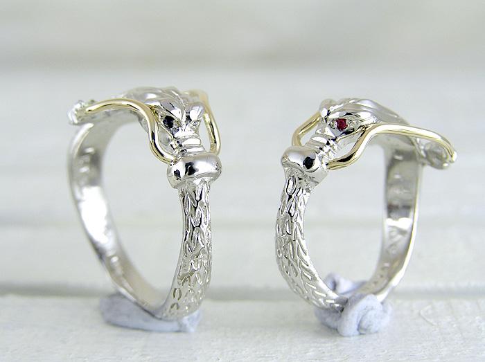 熊本よりネットを見て当店までご来店いただきました。 縁起の良い龍をデザインして作った結婚指輪です、龍のヒゲには、K18[ゴールド」を使用しています
