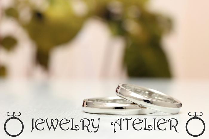 当店オリジナルデザインのヴァレリアです。 結婚指輪のシンプルでありながら、上品なヒネリのラインから出来た結婚指輪になります。 アレンジも当然可能です ダイヤモンドなども入れることが出来ます  又刻印は全て無料で、手書き文字も対応しております  手書き文字は自筆の書体を入れることが出来る意味です